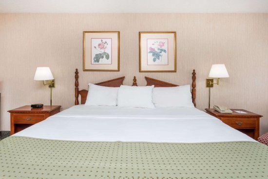 Ramada Perry Near Fairgrounds: king room