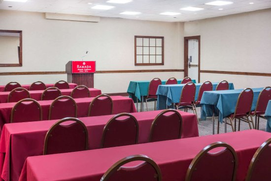 Ramada Perry Near Fairgrounds: banquet room