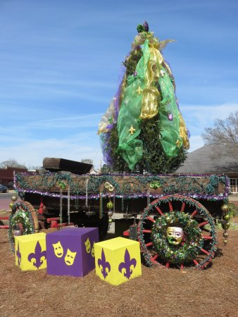 Natchitoches, LA: Mardi Gras float in the town center