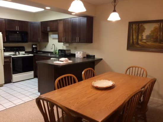 Jeffersonville, Вермонт: Liftside 28 dining room and renovated kitchen