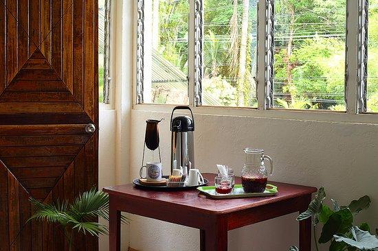 Quepos, Costa Rica: Manuel Antonio Spanish School coffee, tea, water and snacks for the students