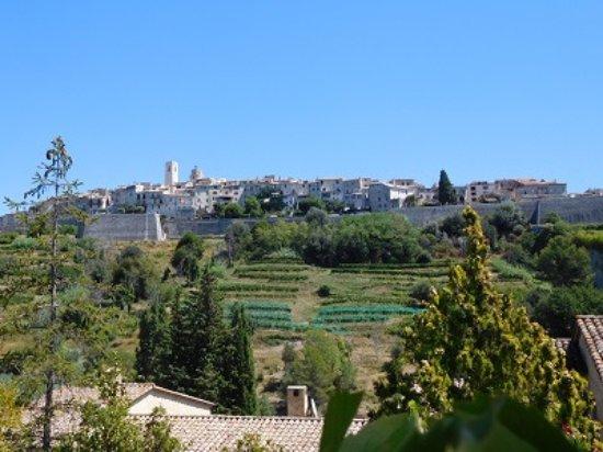 Saint-Paul de Vence: The village as you approach it.