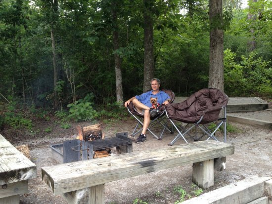 Lumberton, TX: Nice sitting area with camp fire but somewhat limited in size.