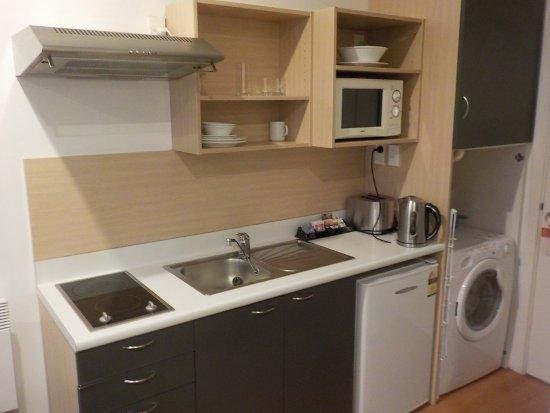 กิลเมอร์เซอวิสอพาร์ตเม้น: Kitchen in suite