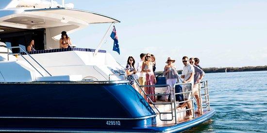 Main Beach, Australia: Free flowing champagne on deck