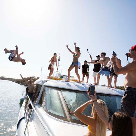 Main Beach, Australia: Rooftop Summer Wildness