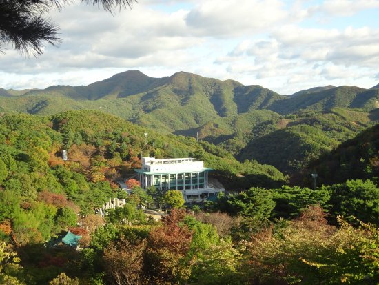 Geumsan-gun, Sør-Korea: View of Holy Son's Love House from the Observatory Point in Wolmyeongdong