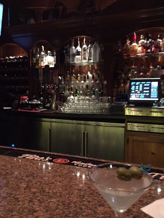 Cambria Pines Lodge: Bar view