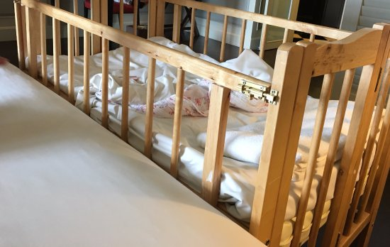 Eastern & Oriental Hotel: The crib provided in the room was not sturdy and the lock was loose