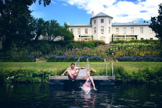 New Norfolk, Australien: Swimming at Woodbridge on the Derwent River and Garden