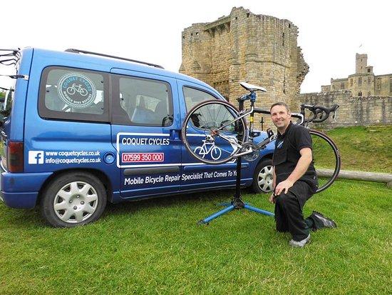 Alnwick, UK: Bike repairs at Warkworth Castle