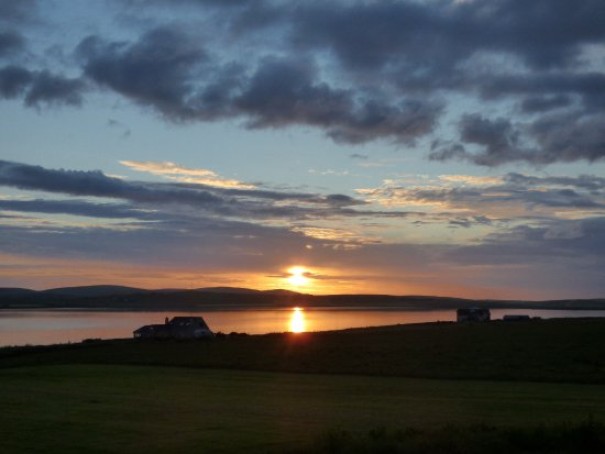 ‪‪Stenness‬, UK: Sunset from the room window‬