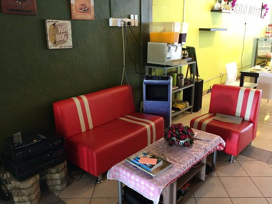 Trilo Bites Cafe