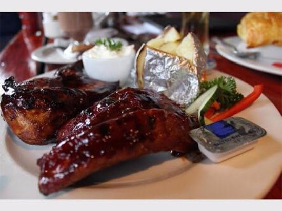 Benoni, Güney Afrika: Best Chicken & Rib Combo in town