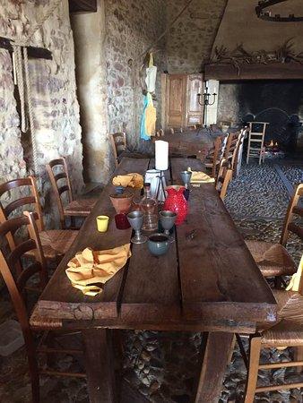 Villefranche-du-Perigord, France: salle avec cheminée