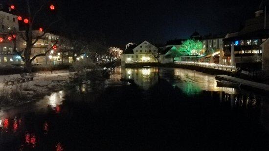 Alt-Uppsala (Gamla Uppsala): Joki iltavalaistuksessa