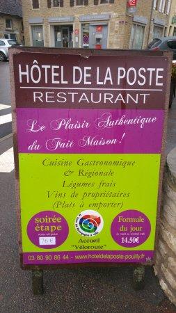 Pouilly-en-Auxois, France : PANNEAU PUB DE LA RUE