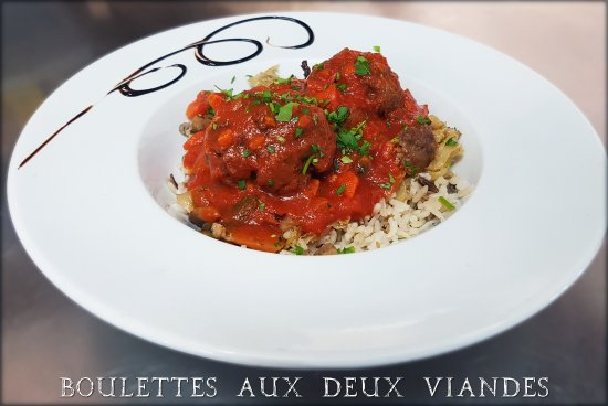 Ecully, Frankrike: Plat du jour : Boulettes aux deux viandes avec riz et légumes