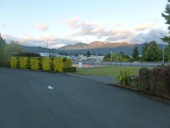 Te Anau Kiwi Holiday Park: View from reception