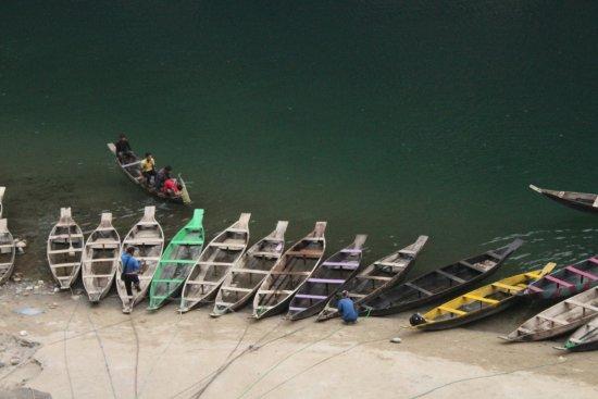 Meghalaya, الهند: BOATS READY FOR PASSENGERS