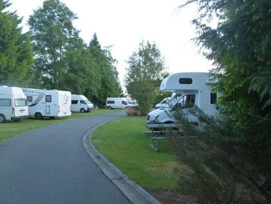 Te Anau Kiwi Holiday Park: Camper van area