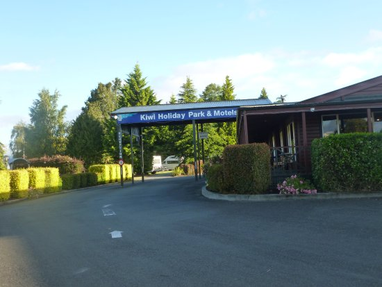 Te Anau Kiwi Holiday Park: Front entrance