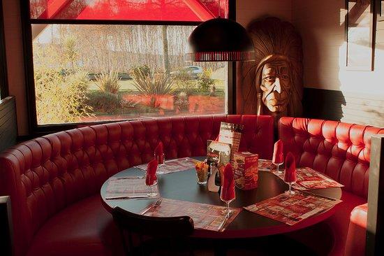 Table ronde restaurant Buffalo Grill Mondeville près de Caen