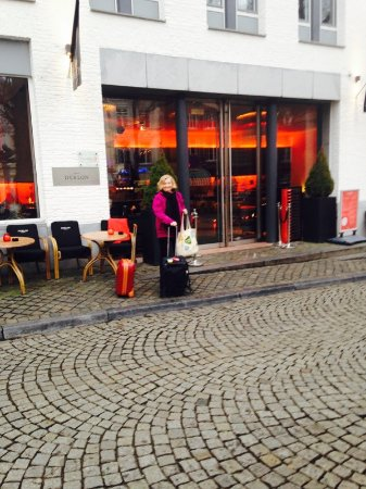 Derlon Hotel Maastricht: Entrance to hotel as well as to restaurant