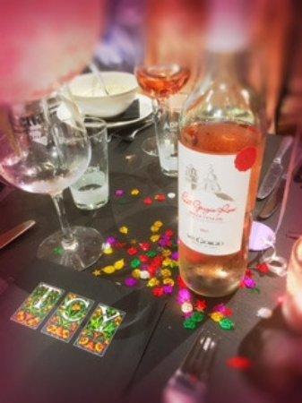 The Court Yard Bar and Restaurant: Stunning Rose wine!