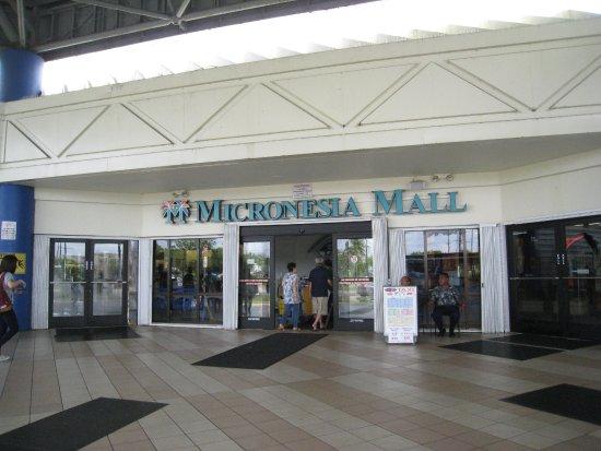 馬里亞那群島Dededo: 從這邊門口可以拿到梅西百貨折扣卷
