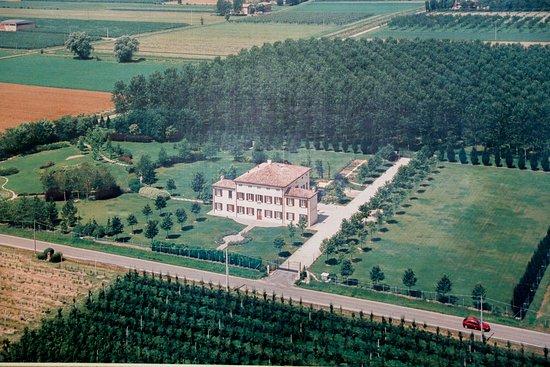 Camera Matrimoniale A Carpi.Villa Roveri Casa Coloniale Del 900 Situa A Carpi Offre Un Nuovo