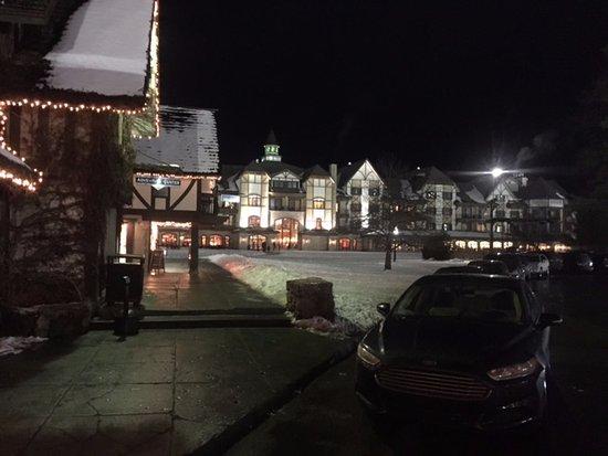 Boyne Falls, MI: Le village la nuit