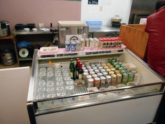 Chikushino, Japan: 酒や肴の販売コーナー
