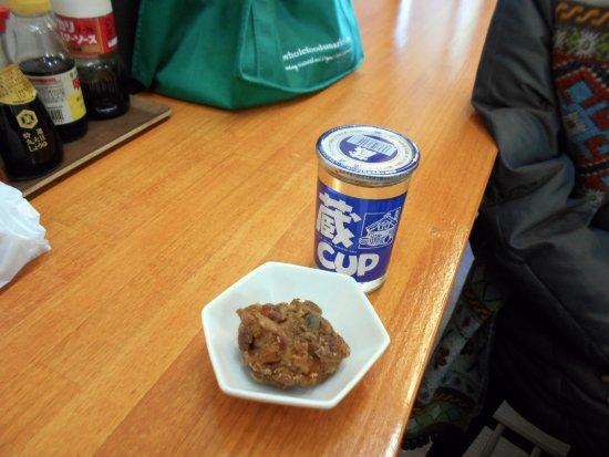 Chikushino, Japan: 唐揚げとワンカップ