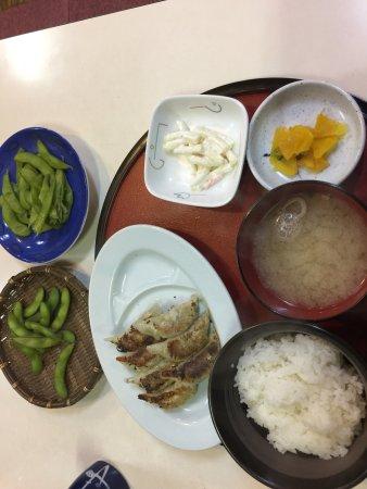 Миоко, Япония: Gyoza set, garlic chicken don and edamame with draught beer and hot sake. Nice.