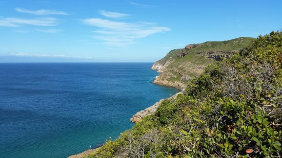 Plettenberg Bay, Sudáfrica: Looking down Robberg from a picnic site.