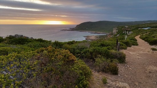 Plettenberg Bay, Sudáfrica: Stunning views from the end of the trail, just in time for sundowners on the deck.