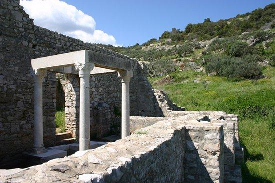 Postira, Kroatië: ancient wall ruines