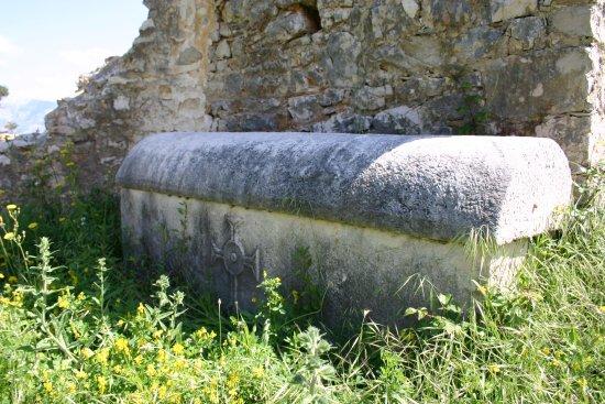 Postira, Kroatië: ancient ruines bazilika saint lovre