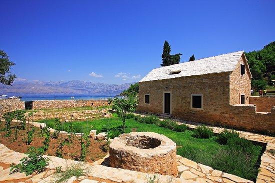 Postira, Kroatië: nice house in bay