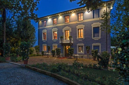 Luxury Car Rental in Lucca