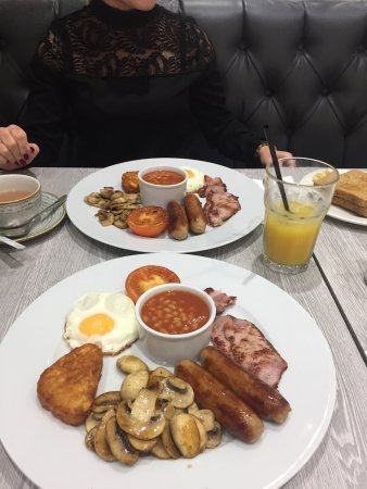 Alderley Edge, UK: A fabulous little cafe - the full English is a must!