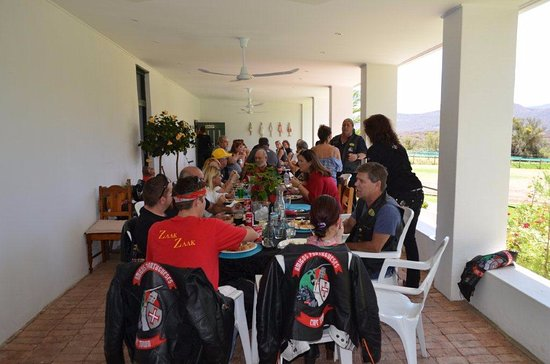 Die Stal: Comfortable atmosphere on the verandah with overhead fans.