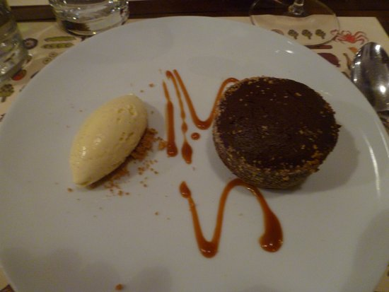 Al Pont de Ferr: chocolate tart with ice cream