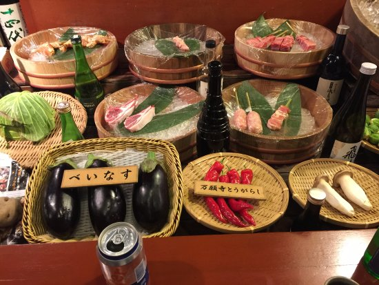 Akanoya: The array of fresh ingredients are very tantalizing!