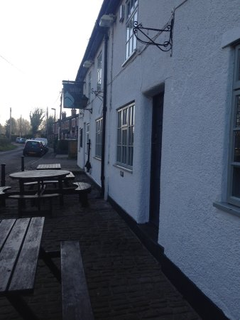 Lathom, UK: A family lunchtime visit, good food and great choice of beers.