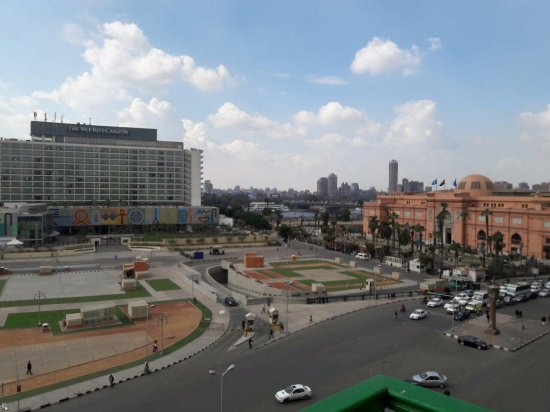 City View Hotel: Day view of Al Tahrir, showing the Egyptian museum, Ritz Carlton, and the Nile.
