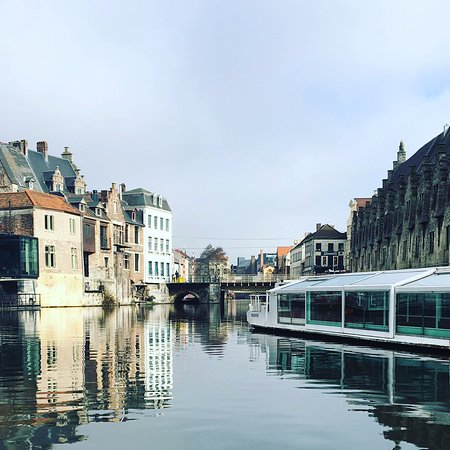 إيبيس جنت سنتروم سانت بافس كاثيدرال: Boat trip view.