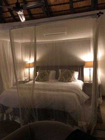 Inyati Game Lodge: Mosquito net for the night.