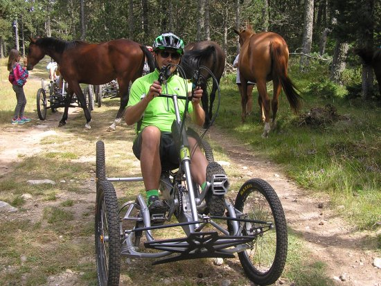 Arzens, Prancis: Hugues créateur et guide des randonnées de QBX Quadbike